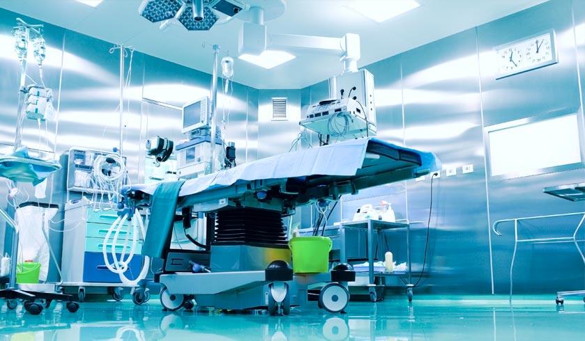 preparar un quirófano en el que se va a intervenir a una persona con COVID-19